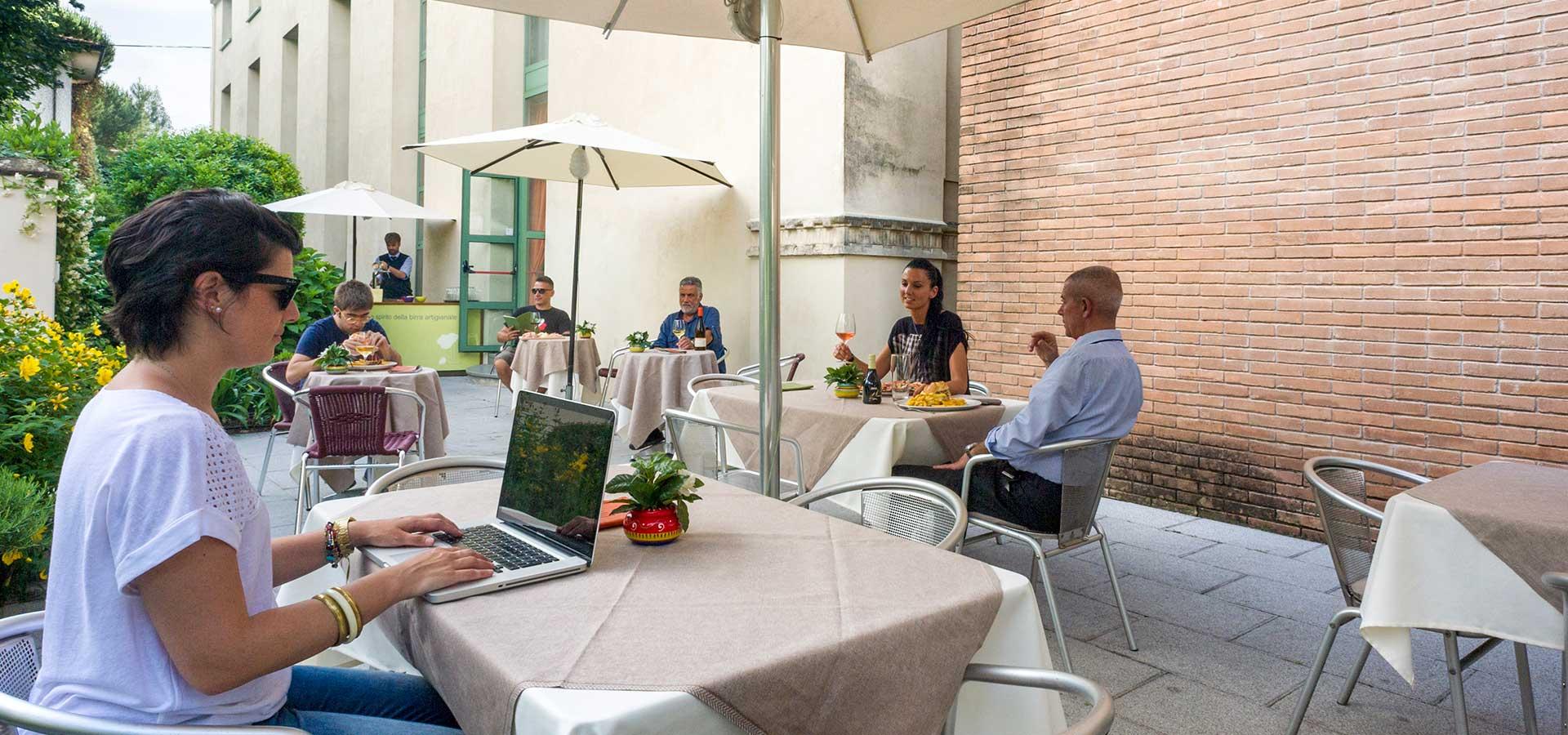 garden hotel con piscina a Lucca